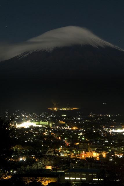 台風一過月明かりの富士山-2