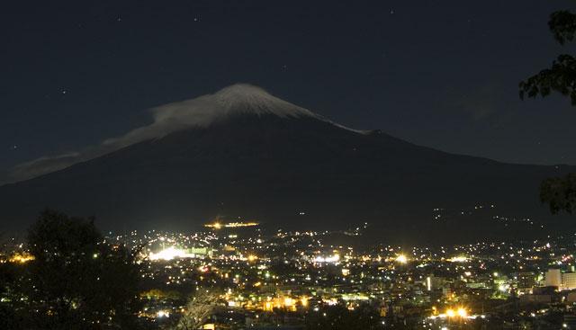 台風一過月明かりの富士山-4