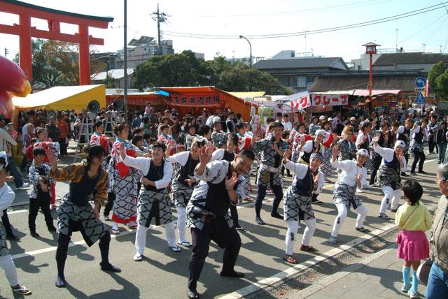 秋まつりの踊り-4