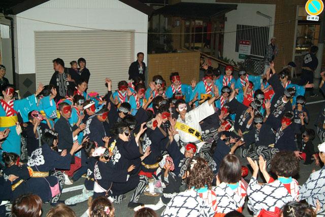 秋まつりの踊り-7