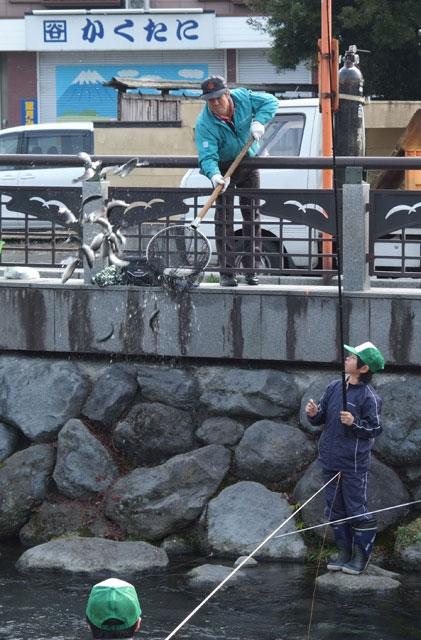 鱒釣り大会-6