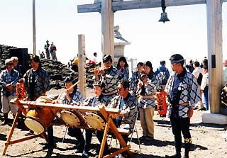 富士山頂囃子奉納-1