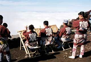 富士山頂囃子奉納-5