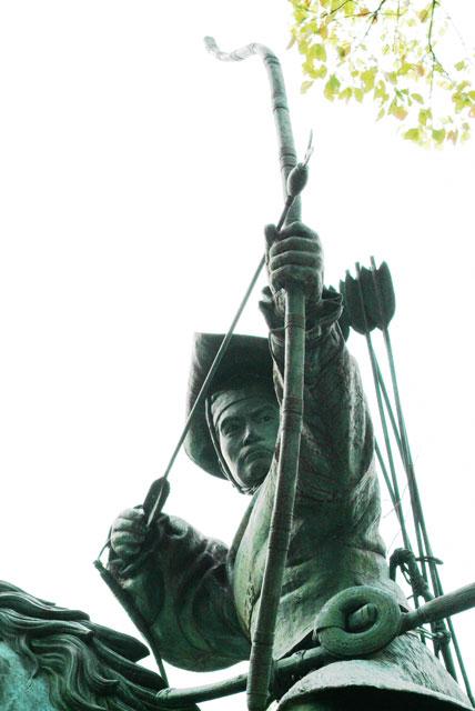 流鏑馬の像-2